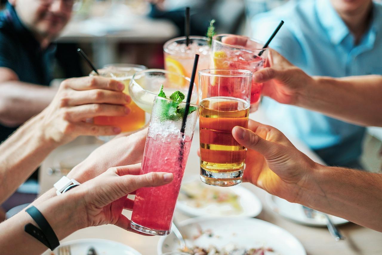 Maibowle & andere Drinks – Kolumne über leckere Cocktail-Trends im Mai