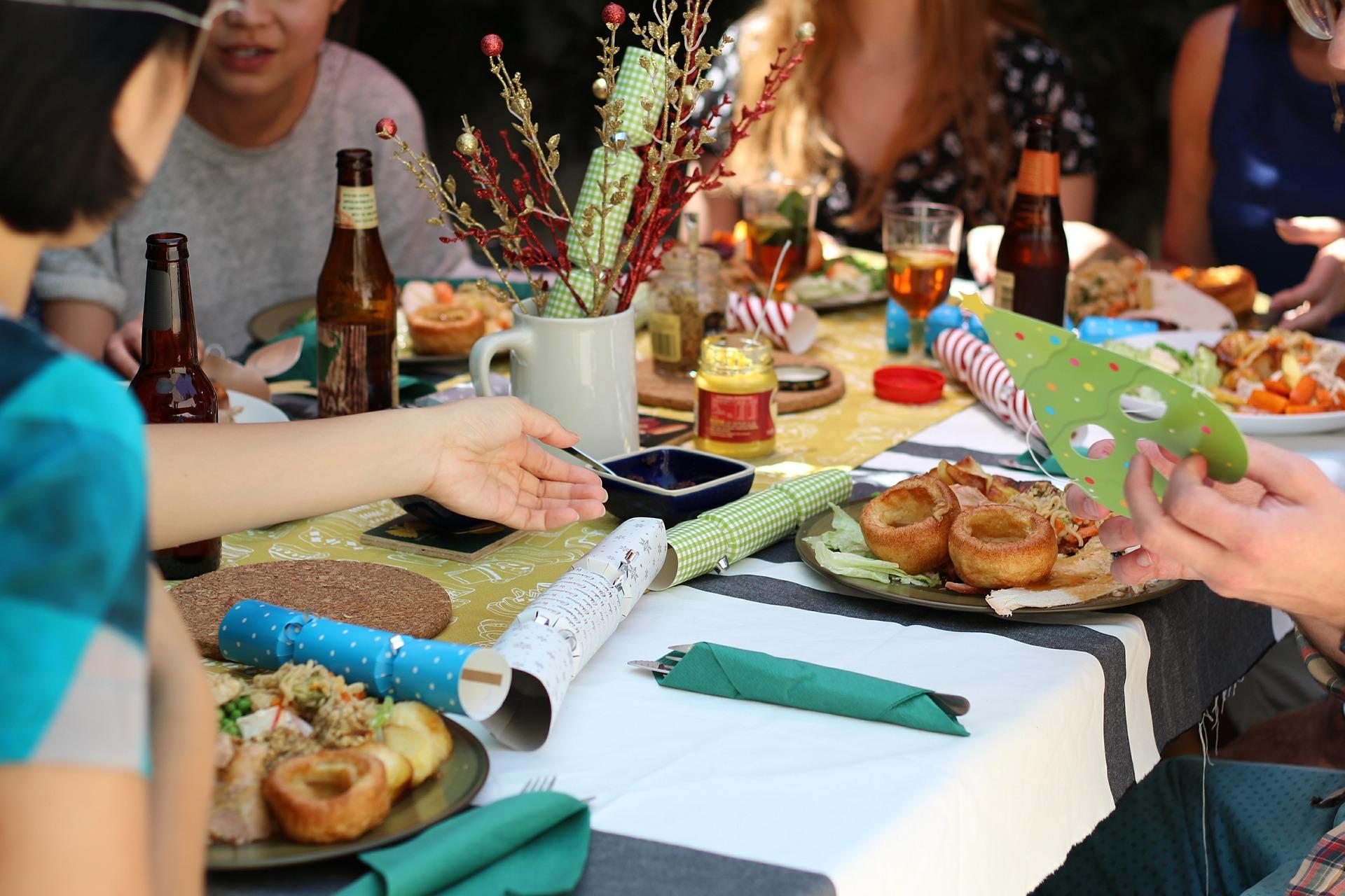 Gemeinsam essen an der Tavolata – die neue Food-Kolumne von Charoline Bauer